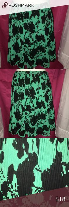 NWOT ELLE BLACK & GREEN PLEATED SKIRT SZ LG This beautiful black and green skirt is made by L is a pleated skirt small plates all through out with a partial elastic waist band it is a size large and 19 inches from the waist! Elle Skirts Midi