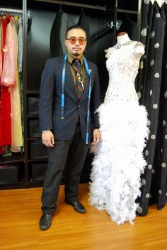 Danny Nguyen, Houston-based fashion designer Summer fashion trend: cutouts in unexpected places - Chicago. Only Fashion, Fashion Show, Girl Fashion, Summer Fashion Trends, Autumn Fashion, International Fashion Designers, Hollywood Fashion, Suit And Tie, Fashion Labels