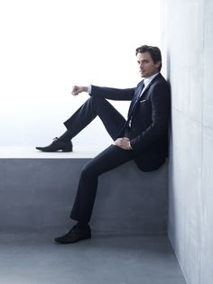 Matt Bomer como Neil Caffrey en White Collar. Impecable