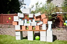Make your own Angry Birds! Just use some cardboard boxes. and some sort of thing to fling the bird at the contraption (I have NEVER played Angry Birds but my preschoolers tell me ALL The time about it. Cumpleaños Angry Birds, Festa Angry Birds, Backyard Play Spaces, Backyard Games, Backyard Ideas, Pool Games, Funny Bird, Kid Friendly Backyard, Bird Birthday Parties