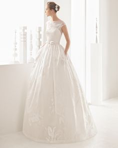 Tailored silk organza wedding gown. Rosa Clará 2017 Collection.