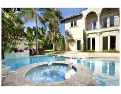 Water Resort Estate in South Beach/Miami Beach! in Miami Beach 5 bd could work for my respons,$800 per night, gorgeous.
