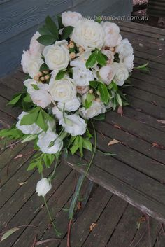 David Austin roses, berries in a modern tear drop style bouquet. Elegant, country style bouquet  and romantic