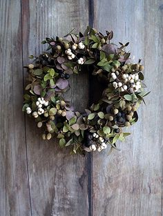 Welcome fall (and guests) with a display of warm and inviting colors. Keep your front door fresh with a green eucalyptus wreath. Christmas Door Wreaths, Autumn Wreaths, Christmas Deco, Wreaths For Front Door, Spring Wreaths, Summer Wreath, Holiday Wreaths, Wreaths And Garlands, Flower Wreaths