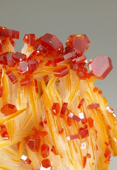VANADINITE WITH BARITE                                                                                                                                                                                 Mais