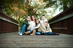 Portrait posing for family of 5 using a bridge | Dallas DFW Area Photography