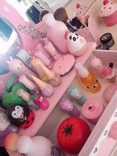 kawaii makeup tabel... My room is starting to look like this...lol