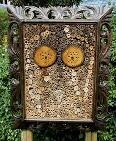 Bee Hotel - Insect hotel Great idea -