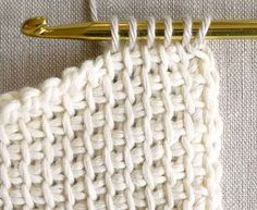 Tricot crochet combines the best of knitting and crochet. The stitches on it look like knitting and Crochet Simple, Crochet Diy, Learn To Crochet, Crochet Hooks, Plaid Crochet, Crochet Afghans, Tunisian Crochet, Crochet Stitches, Mobiles En Crochet