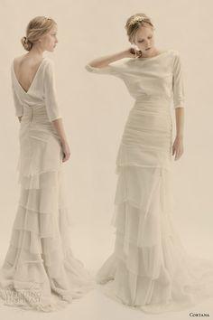 Este etéreo conjunto drapeado: | 36 vestidos de novia de dos piezas ultra glamorosos