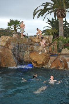 Having a pool sounds awesome especially if you are working with the best backyard pool landscaping ideas there is. How you design a proper backyard with a pool matters. Luxury Swimming Pools, Natural Swimming Pools, Luxury Pools, Dream Pools, Swimming Pools Backyard, Swimming Pool Designs, Pool Landscaping, Ideas De Piscina, Grotto Pool