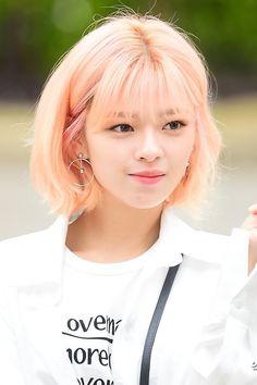 Twice-Jeongyeon 180413 KBS Music Bank