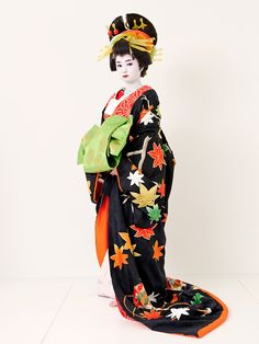 A woman dressed as an oiran at a photography experience.