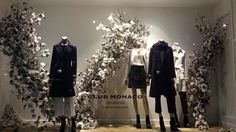 ©Cotton Obsession.jpg My latest obsession - styling with cotton flowers! I discovered this by chance really, a wonderful window display by Club Monaco in Sloane Square, a couple of months ago. I knew I had to have a picture of it. And I got it - after 30 minutes of waiting to catch a glimpse of it in its full splendour, without any people passing in front of it.