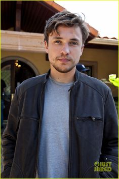 William Moseley all grown up!