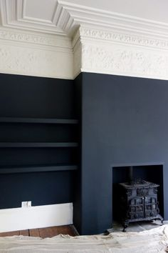 Farrow & Ball Off Black and Shadow White at the Victorian Villa Project matte black walls, white and ivory crown molding. Its an interesting juxtaposition of the modern and the antique aesthetics. Dark Living Rooms, Home Living Room, Living Room Decor, Dark Rooms, Dining Room, Blue Rooms, Small Living, Blue Living Room Walls, Dark Bedroom Walls