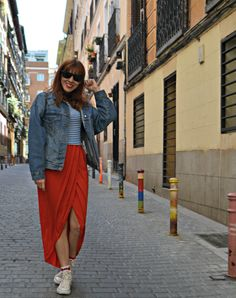 Pinta Malasaña & Maxi Vestido asimétrico con camiseta (superpuesta) ~ Mi Vida en Rojo