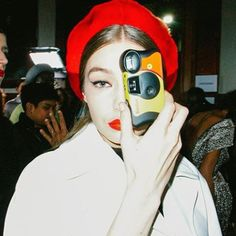 Backstage Beauty: All the Candid Model Moments You Need to See From Every Fashion Week Gigi Hadid, Bella Hadid, Vogue Magazine Covers, Img Models, Beauty Trends, Baby Pictures, Pretty People, Supermodels, Fashion Models