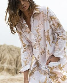 Summer Prints...One Seasons Stromboli Bessie Dress available to Preorder soon! ♡♡ Jo xx  Love this pic @jenniferstenglein @oneseason_official xx  #oneseason #oneseason_official #kaftans #dresses #fashion #fashionbloggers #style #styleblogger #instafashion #igdaily #instagood #prints #gold #blush #model #pretty #love #saltwatersorrento #sorrento #sorrentocoast #beachliving #beachstyle #comevisit #preorder #saltwateronline