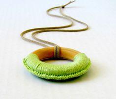 Collana - collana dentizione verde menta - anello di dentizione legno collana di professione d'infermiera per la nuova mamma di FairyOfColor su Etsy https://www.etsy.com/it/listing/181804861/collana-collana-dentizione-verde-menta