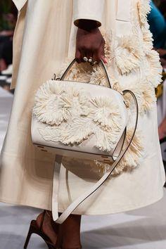 Oscar de la Renta Spring 2020 Ready-to-Wear Collection - Vogue Source by alexgsnell boho Fashion Moda, Fashion Brand, Fashion Show, Fashion Fashion, Fashion Dresses, Fashion Design, Fashion 2020, New York Fashion, Christian Siriano