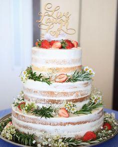 スポンジが薄く見えるホワイトネイキッドケーキまとめ | marry[マリー] Wedding Coordinator, Wedding Events, Wedding Reception, Wedding Cake Rustic, Wedding Cakes, Cake Decorating Tips, Sweets, Baking, My Favorite Things