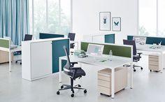 In der akustisch wirksamen Variante sind Flügeltürenschränke, Schiebetürenschränkeund Querrollladenschränke erhältlich, mit Akustikfront und -rückwand. So sorgt die Linie S für Schallschutz im Büro.