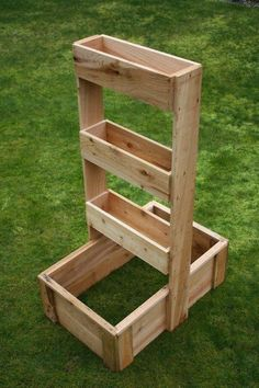 USA Garden Company - Home Very fun vertical gardening box! USA Garden Company - Home Very fun vertical gardening box! USA Garden Company - Home Very fun vertical gardening box! Herb Planter Box, Planter Box Plans, Herb Planters, Wood Planters, Planter Boxes, Herb Garden Pallet, Pallets Garden, Pallet Veggie Garden Ideas, Vegetable Garden