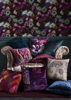 Embrace the dark floral look this autumn Jewel Tone Bedroom, Floral Bedroom Decor, Purple Bedroom Design, Salons Cosy, Dark Walls, Dark Interiors, Jewel Tones, Jewel Tone Colors, My New Room