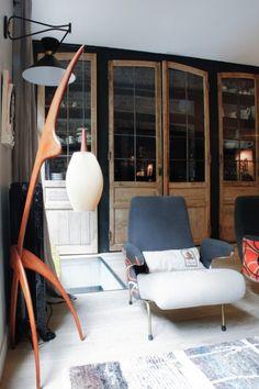 TOUCH cette image: Dans le salon, lampe Rispal chinée et fauteuil vintage re... by The Socialite Family