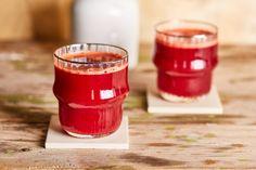 Alma-répa-cékla smoothie - perfekt immunerősítő | Street Kitchen Beets, Shot Glass, Carrots, Smoothies, Apple, Drinks, Tableware, Desserts, Kitchen