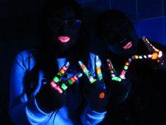 Blacklight schmink op OBS De Startbaan. Body Painting, The Darkest, Glow, Make Up, Google, Eccentric, Bodypainting, Body Paint, Makeup