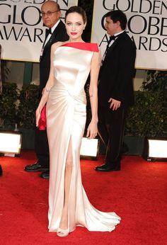 Best Red Carpet Dresses of All Time - Best Celebrity Red Carpet Fashion Ever - ELLE Angelina Jolie Vestidos Oscar, Vestidos Chiffon, Oscar Dresses, Satin Dresses, Angelina Jolie, Robes D'oscar, Celebrity Prom Dresses, Looks Party, Versace Dress