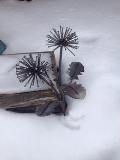 Metal Dandelion bouquet Garden Art Sculpture by FeedingMosquitoes
