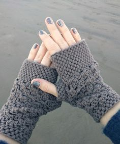 FREE crochet fingerless gloves pattern too! Featured on Hookin' on Hump Day Fingerless Gloves Crochet Pattern, Fingerless Mitts, Mittens Pattern, Crochet Gratis, Crochet Diy, Crochet Ideas, Chunky Crochet, Crochet Hand Warmers, Knitting Patterns