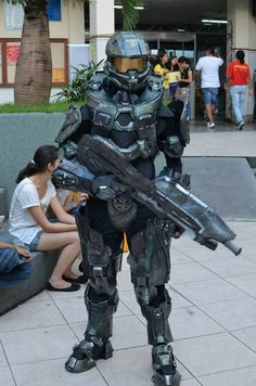 Master Chief - Cosplay 2 by NamelessProps on deviantART Master Chief Cosplay, Halo Master Chief Helmet, Master Chief Costume, Master Chief And Cortana, Halo Cosplay, Cosplay Armor, Best Cosplay, Cosplay Costumes, Metal Gear Solid