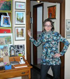 Abito a fiori Camilla, maglia con il collo di pizzo Egi Emotion, pantaloni ampi blu scuro Euforia...