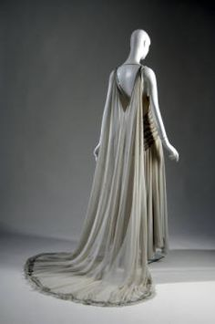 Court presentation gown (image 2 - back) | Madeleine Vionnet | Paris | 1938 | silk chiffon, rhinestone, glass beads | Chicago History Museum | Object #:  1957.324a-c