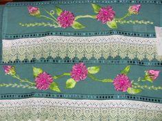 jogo de toalha bordado com fitas lindo trabalho..............................