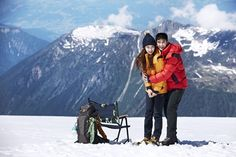 A photo and video clip from miss A's Suzy and actor Kim Soo Hyun's winter pictorial has been posted online!  On November 12, outdoor wear brand Bean Pole updated their homepage with a photo of endorsement models Kim Soo Hyun and Suzy for their latest winter pictorial and also included a video ...