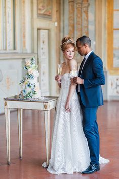 Any *engaged* Bridgerton fans out there? If you're looking to infuse a little of London's high society into your own wedding, this Bridgerton inspired editorial Lucia Saltalamacchia and Claudia Moritz dreamt up is as romantic as it gets. But don't just take our word for it—peruse Gabriele Malagoli's photos for all the most luxurious wedding looks, decadent desserts, and sumptuous decor… all at Villa Corsini a Mezzomonte in Tuscany. Wedding Looks, Wedding Day, Wedding Letters, Tuscan Wedding, 100 Layer Cake, Floral Gown, Spring Blooms, High Society
