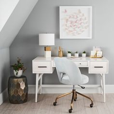This desk is no wallflower. This clean-lined piece combines a generous tabletop and three spacious drawers. Finished on all four sides and surrounded by a beveled frame, it looks right at home floating in the center of a room. Designed in collabor… Desk Chair Teen, Teen Desk, Apartment Desk, Apartment Therapy, West Elm Mid Century, Mid Century Modern Desk, Shabby, Home Office Space, Loft