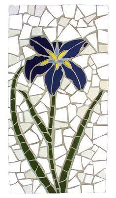 Kailey Peterson - These shapes are more organic since they are not definite geometrical shapes Mosaic Garden Art, Mosaic Tile Art, Mosaic Flower Pots, Mosaic Pots, Mosaic Artwork, Pebble Mosaic, Mosaic Diy, Mosaic Crafts, Stone Mosaic