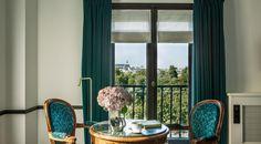 Hôtel Paris avec vue Tour Eiffel | Chambre Prestige - Hôtel Brighton Paris - Best hotel view Paris Hotel Paris, Paris Hotels, Brighton, Prestige, Windows, Curtains, Tour Eiffel, Home Decor, Big Doors