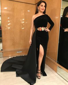 Madhuri Dixit Nene in this velvet gown looks like a midnight princess Indian Bollywood Actress, Bollywood Actress Hot Photos, Bollywood Girls, Beautiful Bollywood Actress, Beautiful Indian Actress, Bollywood Fashion, Bollywood Saree, Indian Actresses, Beautiful Women