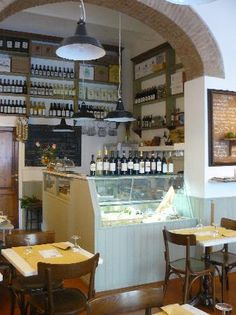 5 e Cinque - Piazza della Passera 1 – Serves organic, mostly vegetarian food. There is a very relaxed atmosphere, service is great and prices are fair. Don't miss out on the specialty of the place, the cecina, a kind of fried crepe made with chickpea flour that can be eaten as is or with different fillings.
