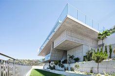 Podromos and Desi Residence by Vardastudio Architects (3)