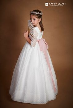 Inés iba #preciosa  el día de su #comunión. Vestida en Juvima Moda Infantil. www.taniajuan.com . . #comuniones #fotoinfantil #fotoestudio #fotografíascomunión #fotoinfantil #avilés #asturias #candás #luanco #comuniones19 #felizviernes