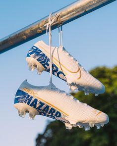 Cool Football Boots, Soccer Boots, Football Shoes, Football Cleats, Nike Tennis, Nike Soccer, Eden Hazard, Bayern Munich Wallpapers, Messi And Ronaldo