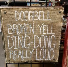 Burlap Crafts, Diy And Crafts, Adult Crafts, Redneck Christmas, Christmas Wood, Redneck Party, Front Door Decor, Front Porch, Porch Signs